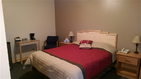 Lake Breeze Motel Resort - Single Motel Room